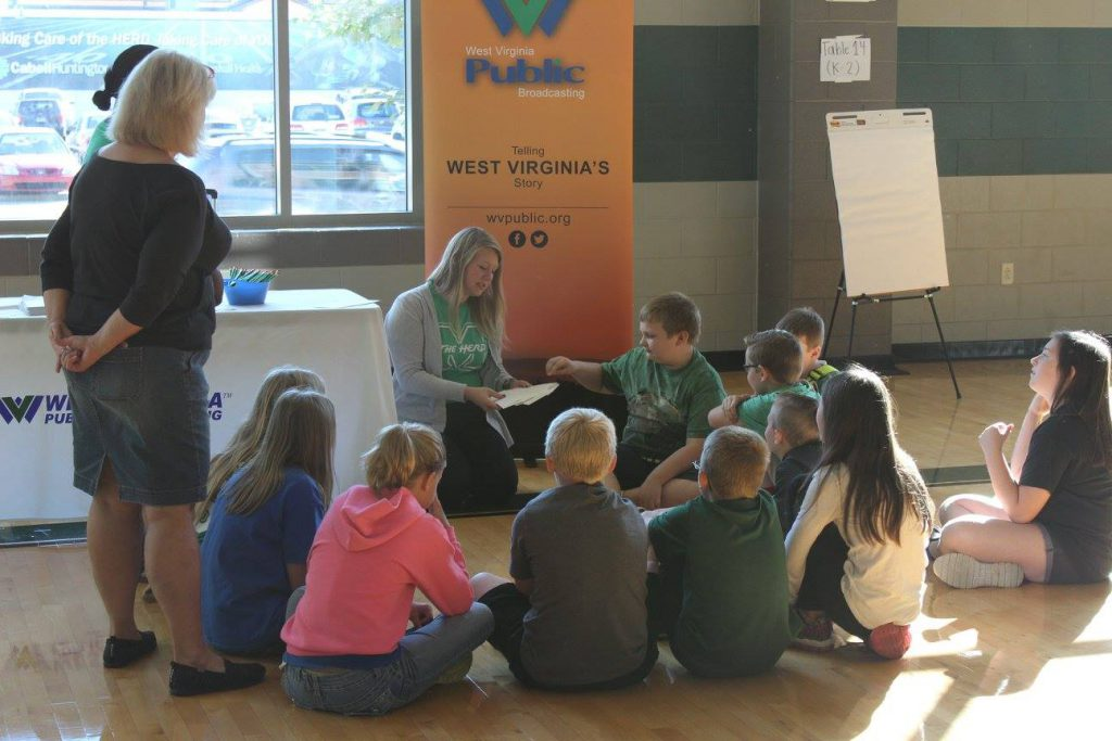 MU students working with elementary students
