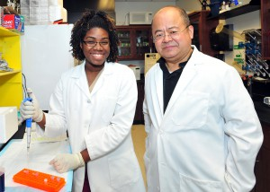 Photo of SRIMs intern Ashlea Hendrikson and Dr. Hongwei Yu
